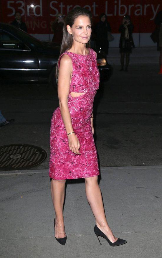 Katie Holmes w różowej sukience a'la Barbie. Wpadka? Marzec 2015 rok