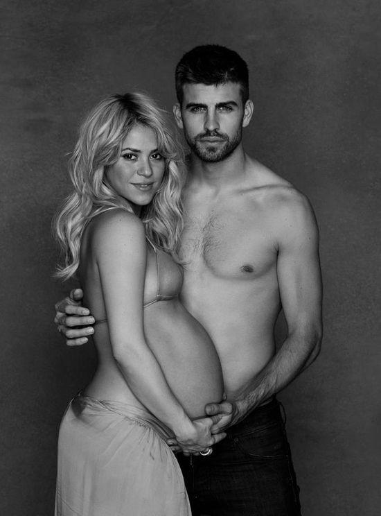 Shakira pokazała nagi ciążowy brzuszek (FOTO)