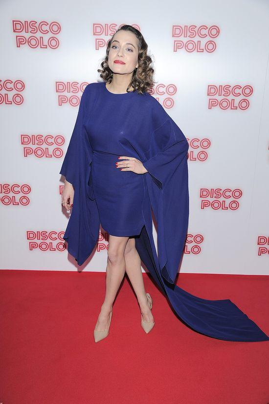 Aleksandra Hamkało w niebieskiej sukience na premierze Disco Polo