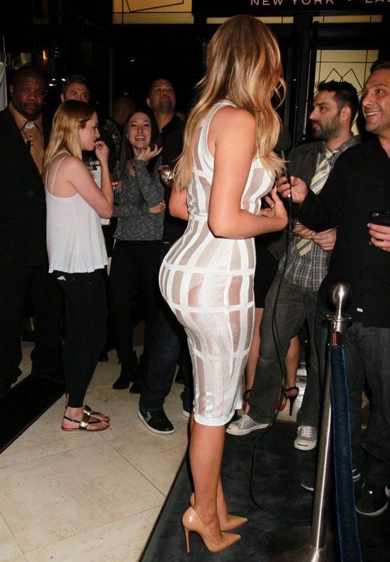 Pod względem rozmiaru pupy, Khloe Kardashian szybko goni siostrę, Kim.