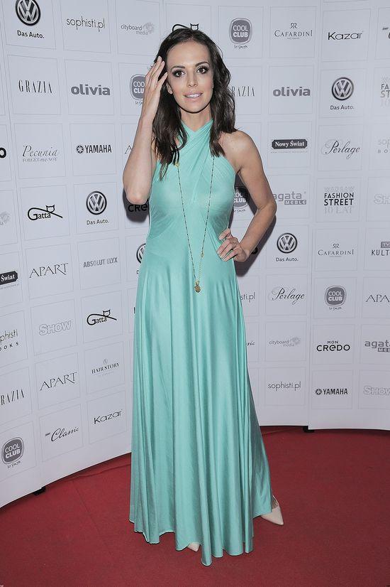 Anna Wendzikowska w błękitnej sukience