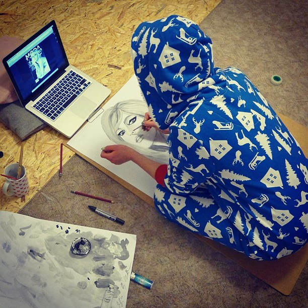 Julia Kuczyńska wróciła ostatnio do swej zapomnianej pasji - rysowania.