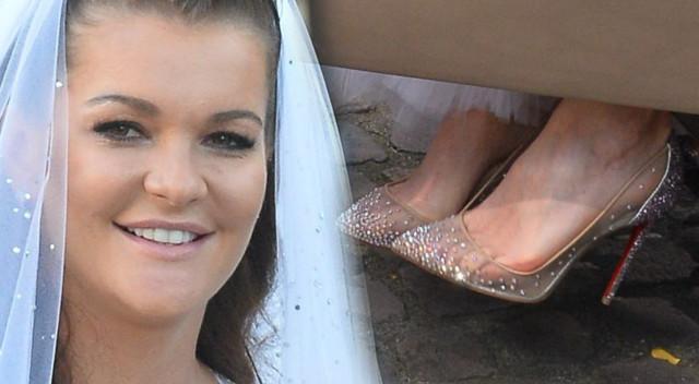 Agnieszka Radwańska na ślubny kobierzec szła prowadzona przez tatę. Szła w butach, o jakich marzy niejedna dziewczyna szykująca się do ślubu.