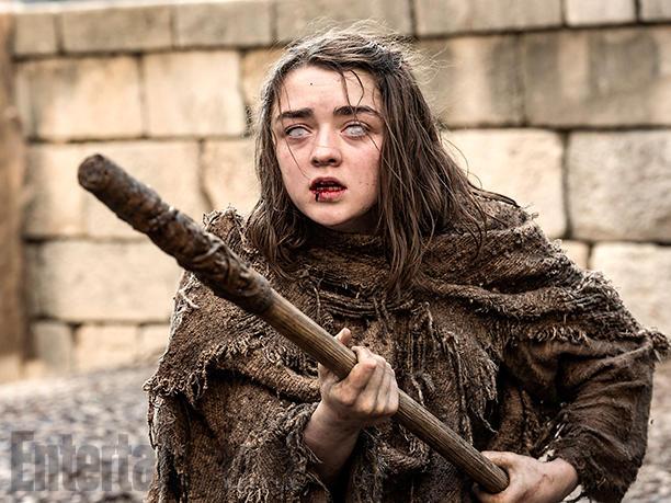 Oślepiona Arya Stark (Maisie Williams) została sama w mieście Braavos. Wszystko przez to, że złamała zasady panujące w Domu Czerni i Bieli. Czy Arya odzyska swój wzrok?