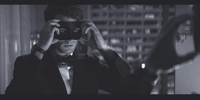 Do sieci przedostało się pierwsze zdjęcie z drugiej części erotyku - przedstawia ono Jamiego Dornana z maską na twarzy.