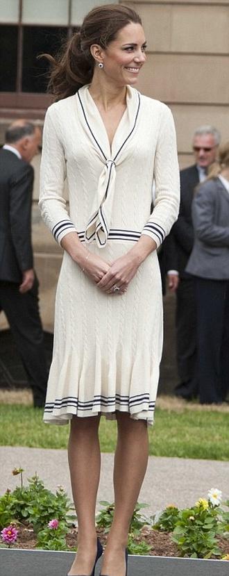 Kate Middleton trochę przytyła? (FOTO)