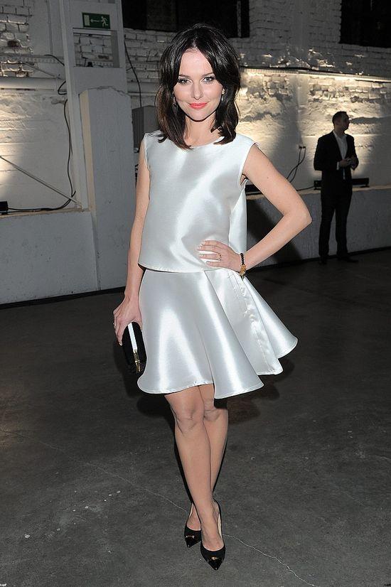 Paulina Sykut w srebrnej sukience, Pokaz Tomaotomo, kwiecień 2014