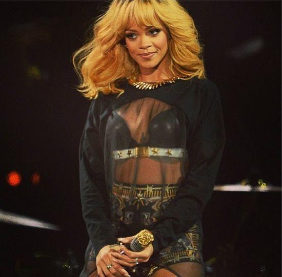 Rihanna koncertuje