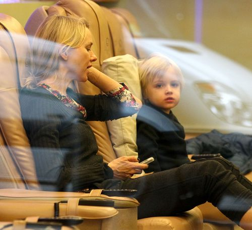 Gdzie Naomi Watts zabrała swojego synka? (FOTO)