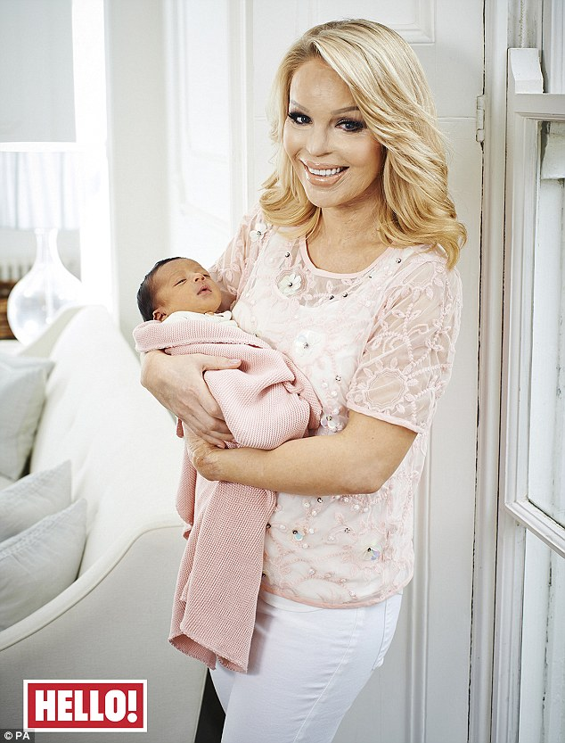 Katie Piper z córką na okładce magazynu Hello, marzec 2014