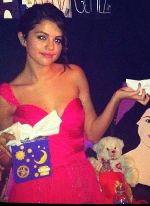 Pociągająca (nosem) Selena Gomez (FOTO)