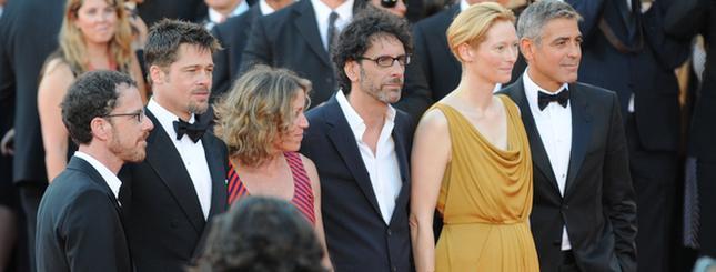 Pitt, Clooney, Swinton na czerwonym dywanie (FOTO)