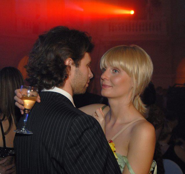Agnieszka Szulim i Adam Badziak na charytatywnym Balu Dziennikarzy, 2006-02-25.