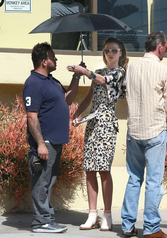 Miranda Kerr pozuje i... wygląda kiepsko
