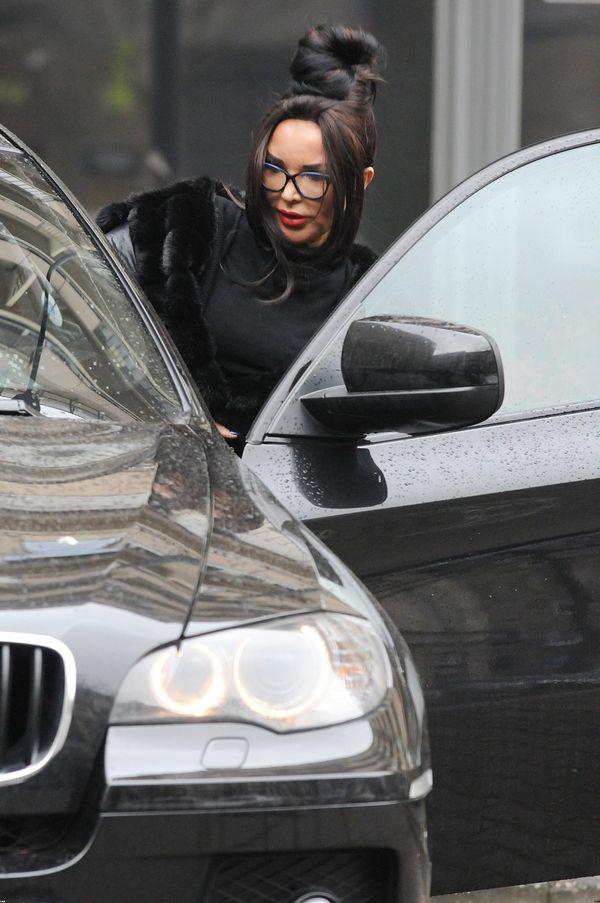 Ewa Minge wsiada do samochodu