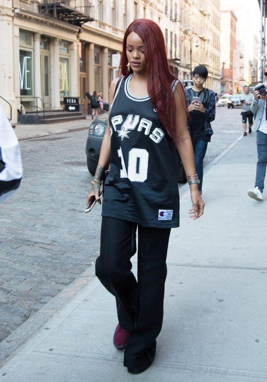 Rihanna w sportowej koszulce