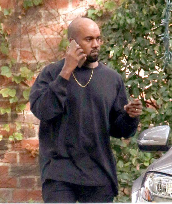 Kanye West z �ys�, b�yszcz�c� g�ow�