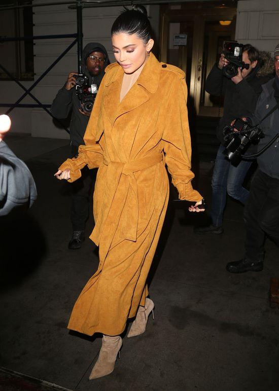Kardashianki i Jennerki są kochane przez tabloidową prasę i nienawidzone przez gwiazdy wielkiego formatu.
