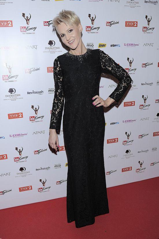 Jak każda polska gwiazda Agnieszka Chylińska przeszła ogromną metamorfozę. Prócz wielu zmian fryzur i stylu ubierania, piosenkarka usunęła także kilka tatuaży i schudła.