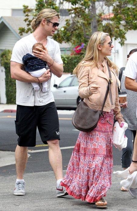 Chris Hemsworth z żoną Elsą i córką Indią