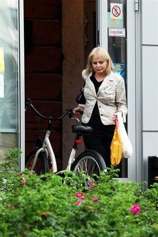 Izabela Trojanowska dba o formę na rowerze (FOTO)