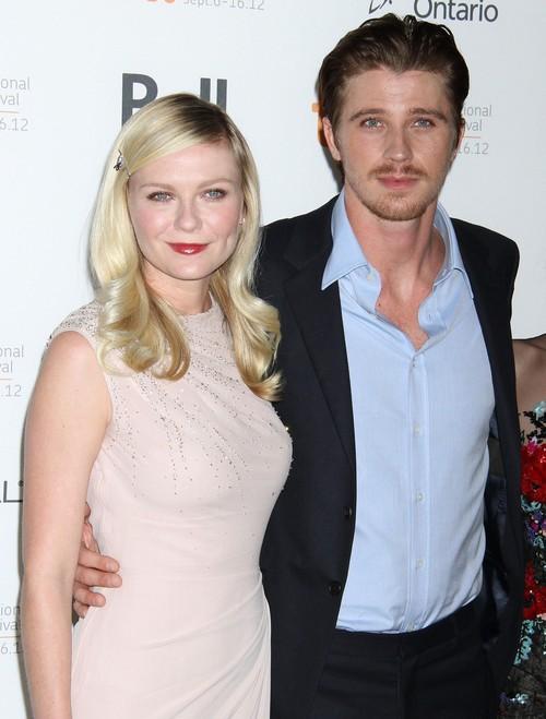 Kirsten Dunst z Garrettem Hedlundem