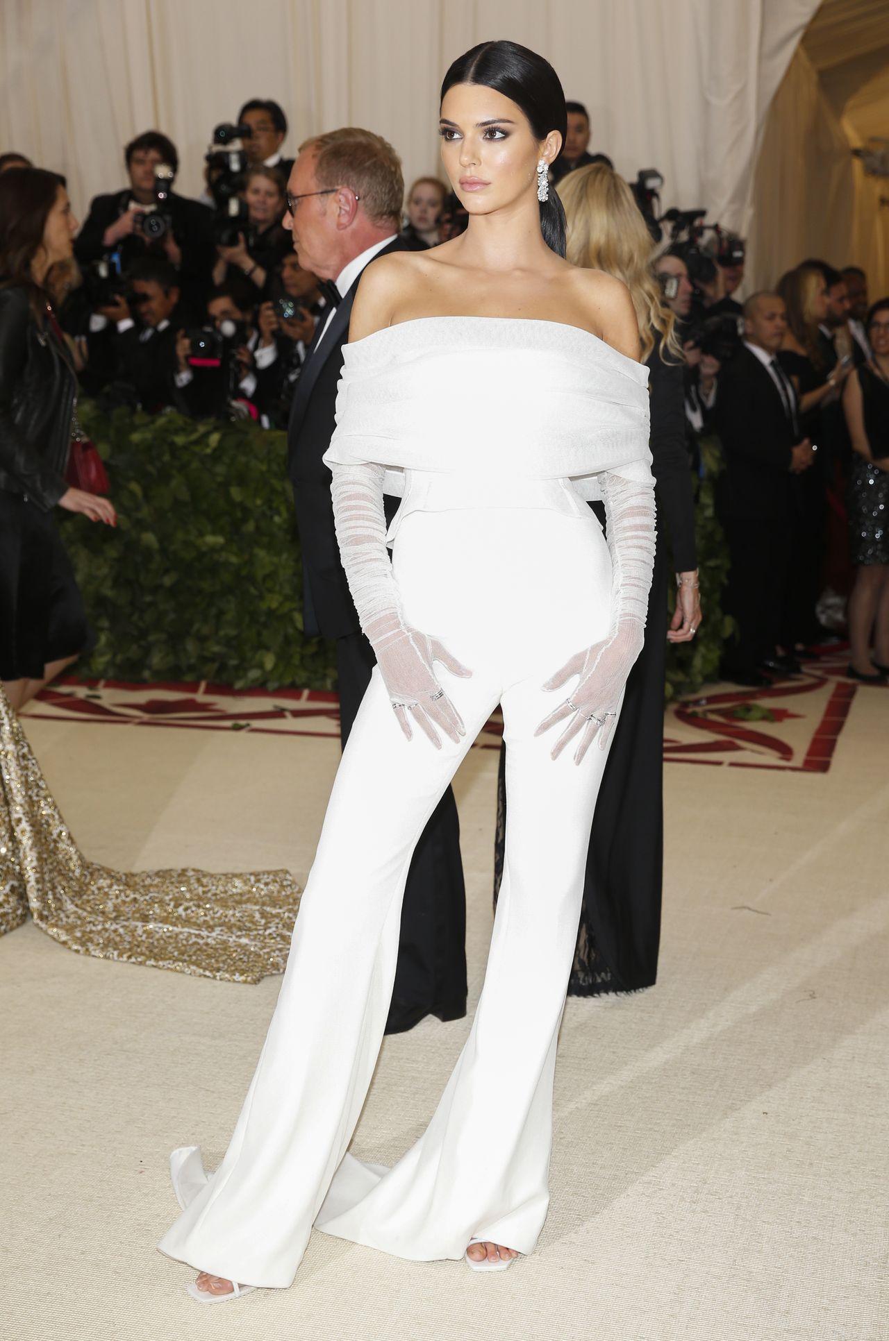 Kendall Jenner – galeria zdjęć paparazzi i fotografii z czerwonych dywanów