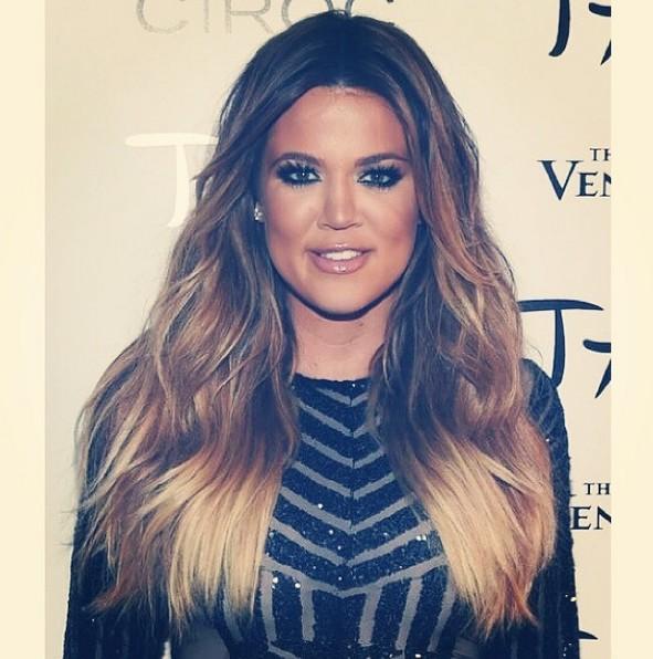 Khloe Kardashian na instagramie, pofalowane włosy