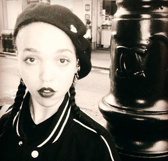 Fka Twigs jest brytyjską piosenkarką i kompozytorką