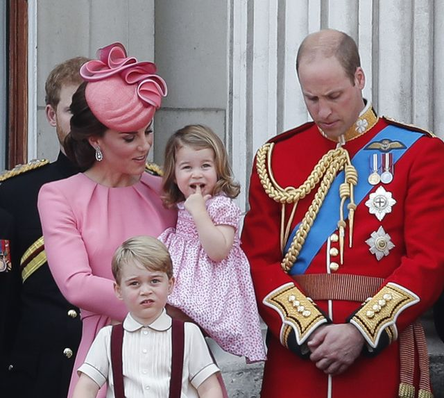 91. urodziny królowej Elżbiety i jej prawnuki na balkonie