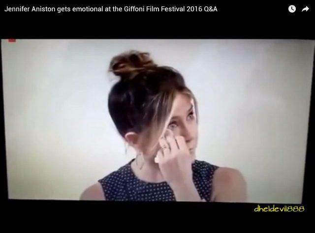 Jennifer Aniston ROZPŁAKAŁA SIĘ podczas wywiadu (VIDEO)