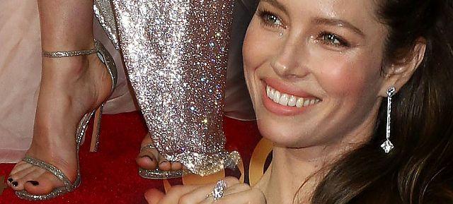 Emmy 2017 – Jessica Biel pokazała nogi, ale… gdzie się podział jej biust?