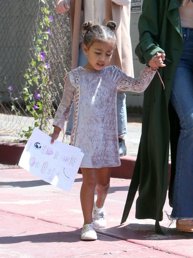Nori wyszła na ulicę w GORSECIE, Kim Kardashian tłumaczy się po fali KRYTYKI