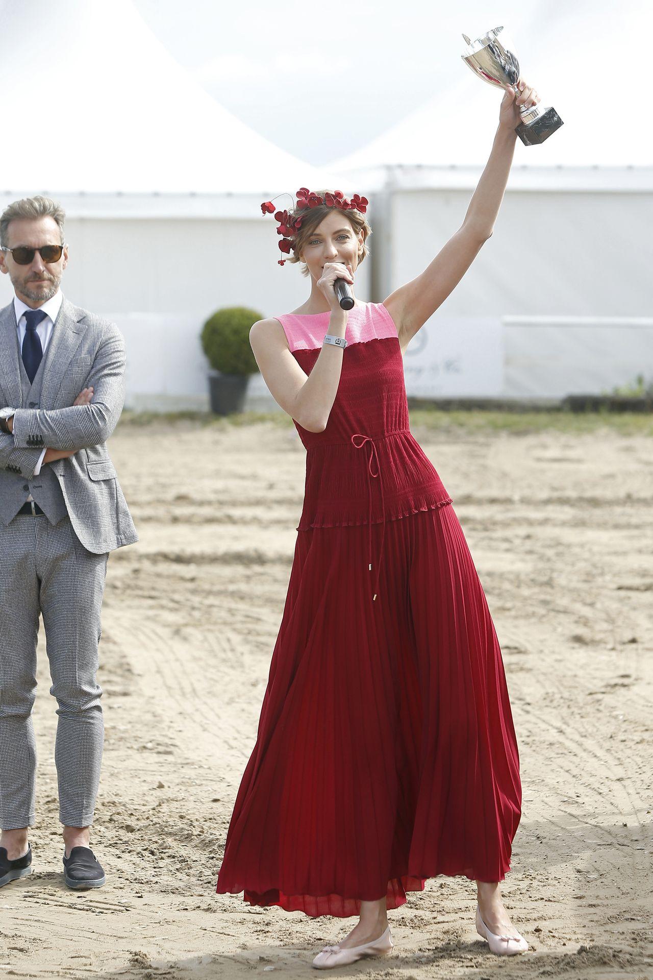 Torebka - hit! Przebiłaby Pani Gigi Hadid! Renata Kaczoruk na Emmy (ZDJĘCIA)