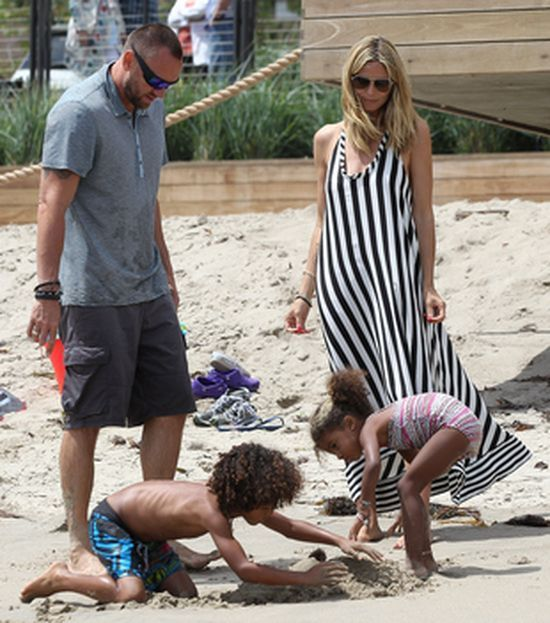 Heidi Klum i Martin Kristen z dziećmi na plaży