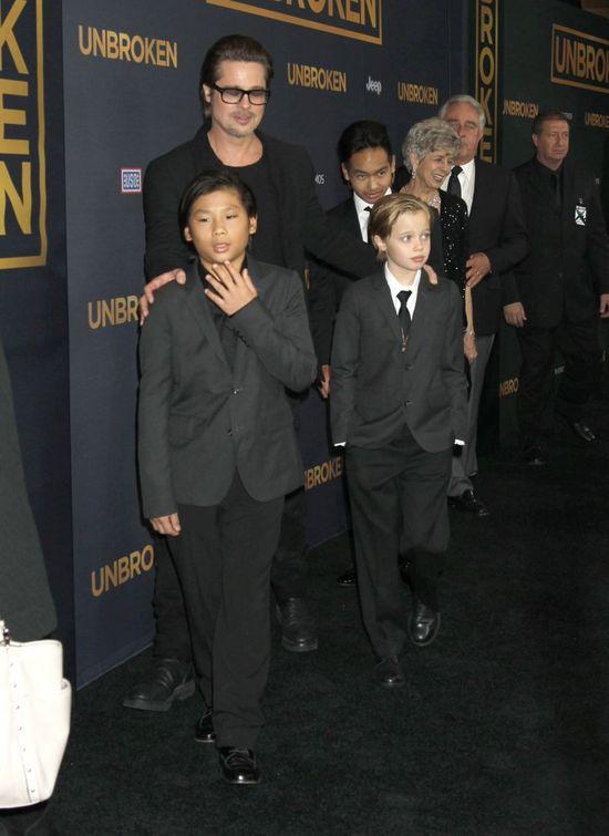 Brad Pitt z dziećmi na premierze Unbroken