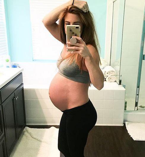 Blogerka zdradziła NIETYPOWY sposób na płaski brzuch po porodzie