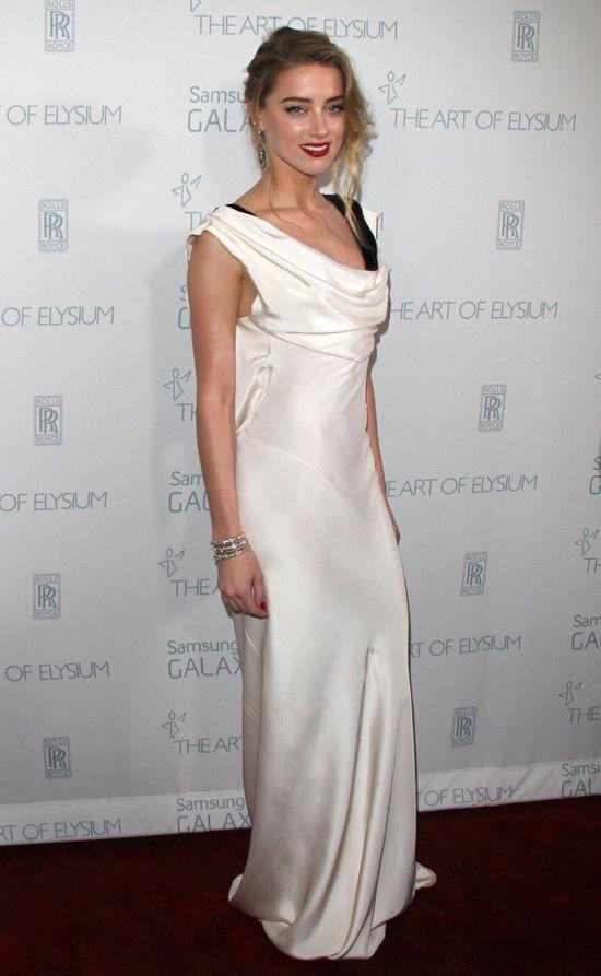 Amber Heard w białej sukni, styczeń 2015 rok