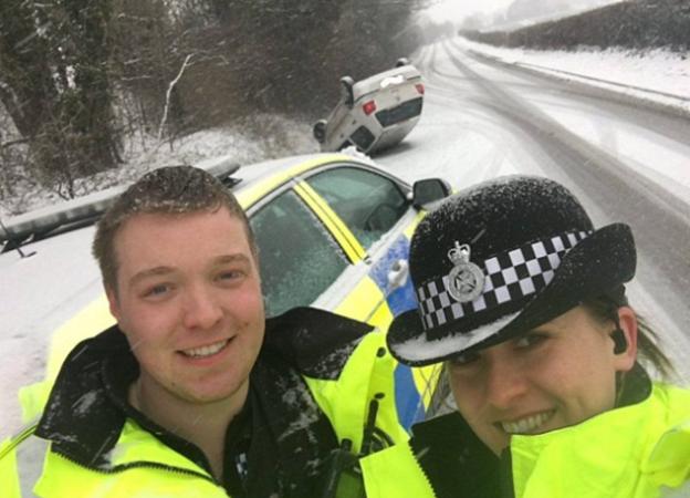 Selfie oficerów z Wielkiej Brytanii