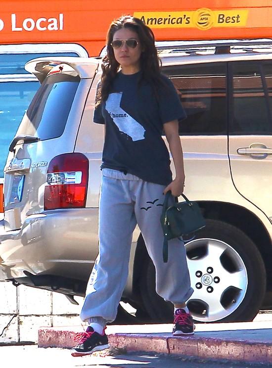 Mila Kunis w brudnych włosach