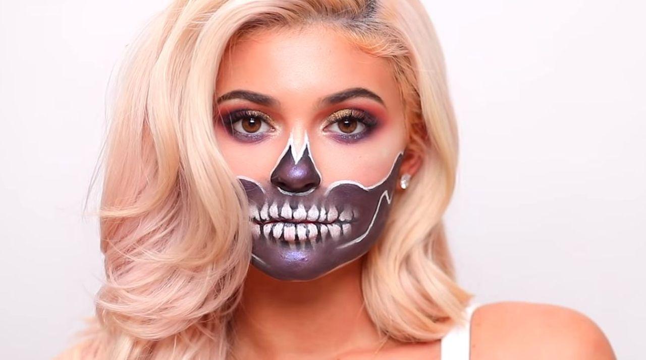 Makijaż na Halloween Kylie Jenner - James Charles namalował szkielet (VIDEO)