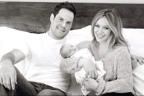 Rodzinne zdjęcie Hilary Duff po porodzie