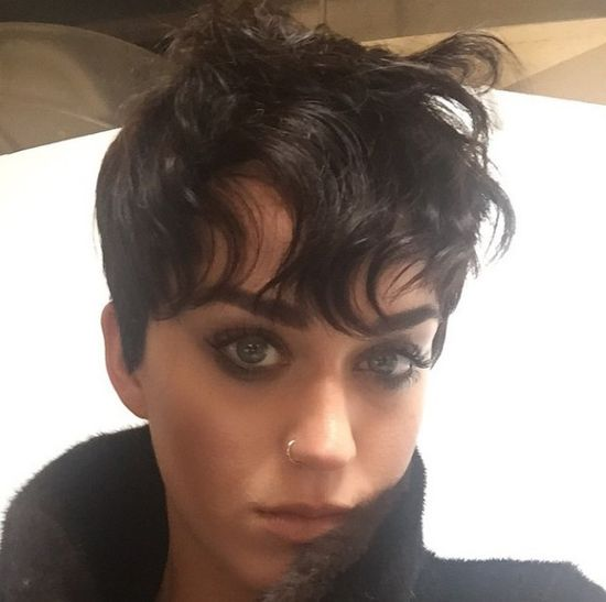 Na szczęście ta fryzura Katy Perry to żart z okazji 1-go kwietnia