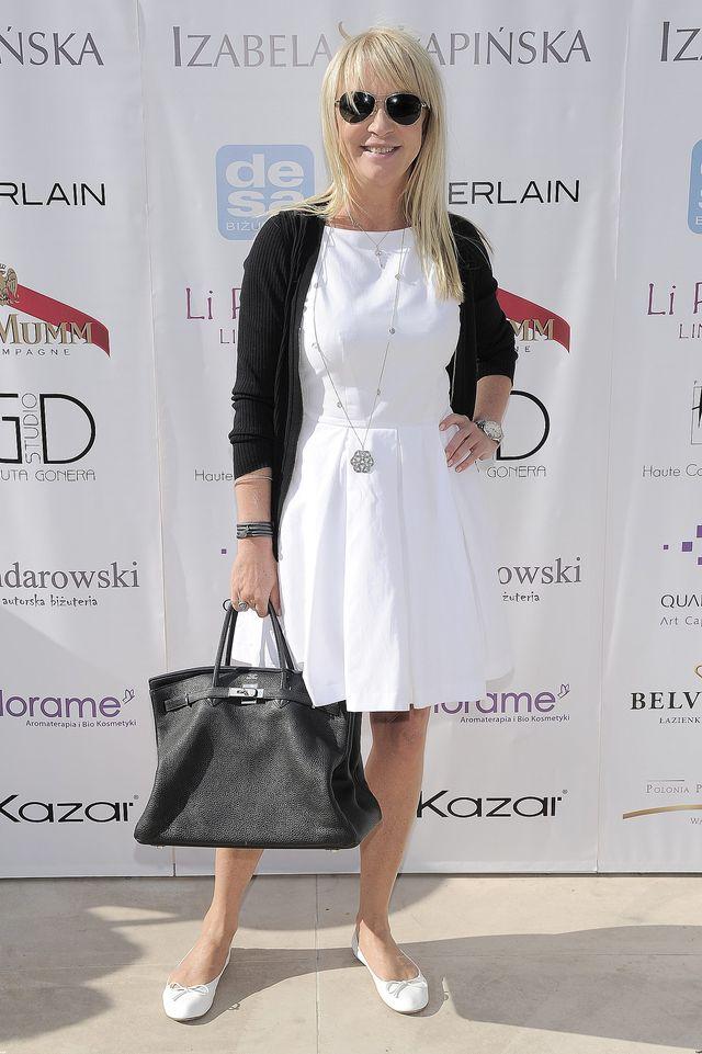 Mariola Bojarska-Ferenc lubi zestawiać ze sobą czerń i biel.