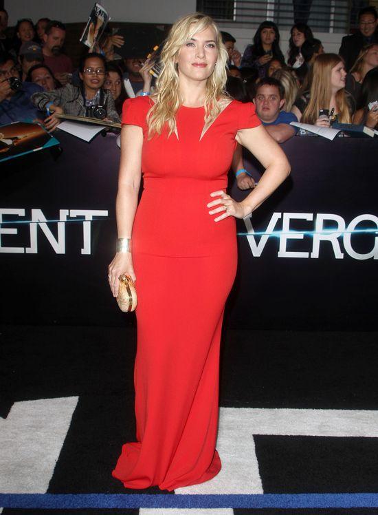 """Kate Winslet 4 miesiące po porodzie w czerwonej sukience na premierze """"Divergent"""""""