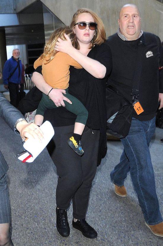 Adele z synkiem zawitali do LA (FOTO)