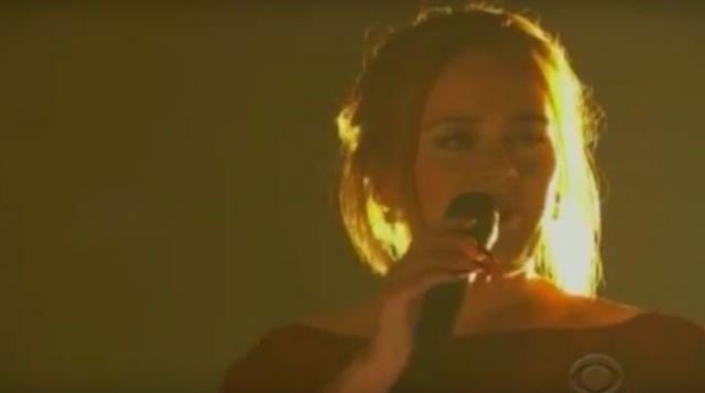 Fani o burzeni! Tak zniszczyć występ Adele? (VIDEO)