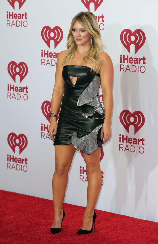 Psychofan Hilary Duff stara� si� jej... o�wiadczy�!