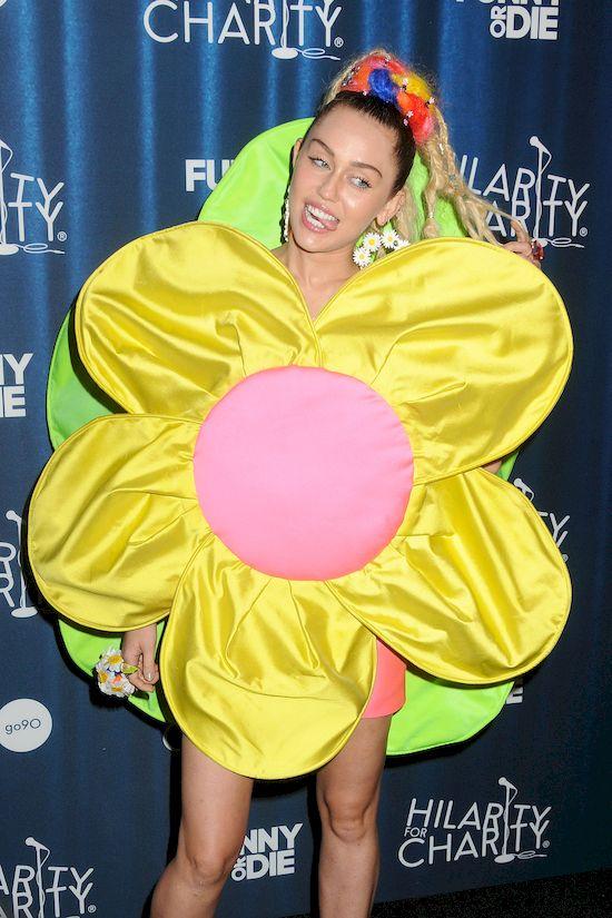 Miley Cyrus OBMACANA na koncercie! Sama tego chciała?! (VIDEO)