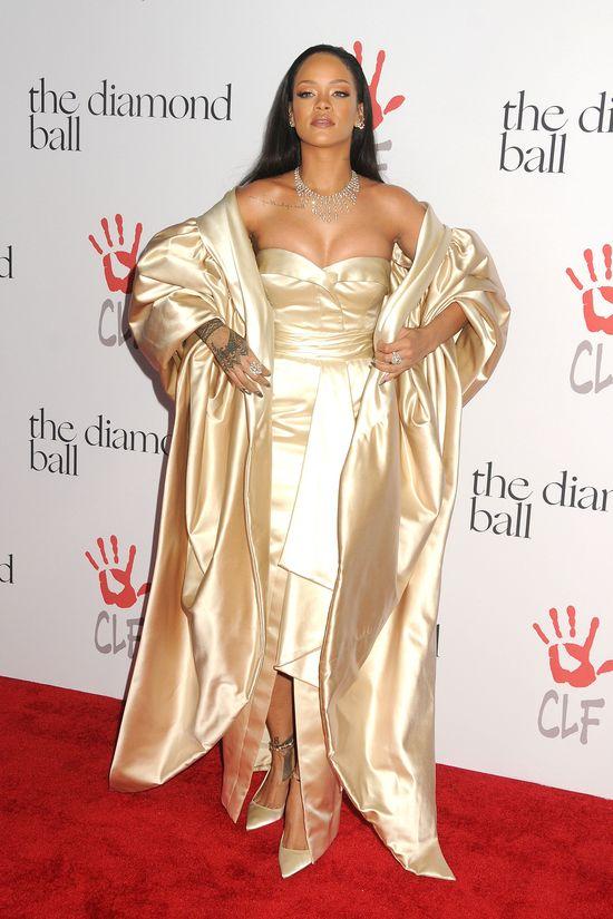 Rihanna zjawiła się w McDonald's... i zrobiła zamieszanie! (VIDEO)